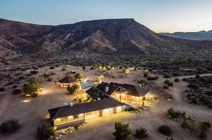Pioneertown, Your 5 Stars Private Resort