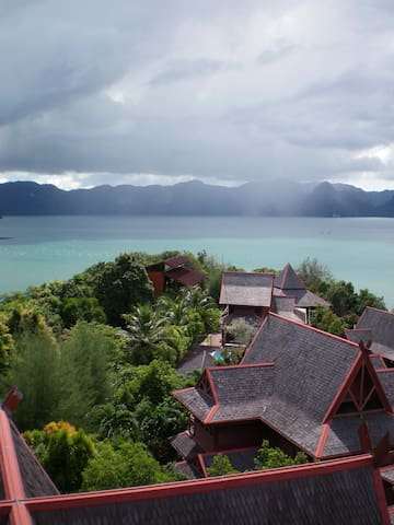 Gaze: Entire Modern Tropical Seaview Villa