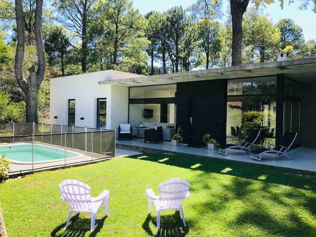 CARILO ALQUILO CASAS Villa Kalango moderna  PILETA