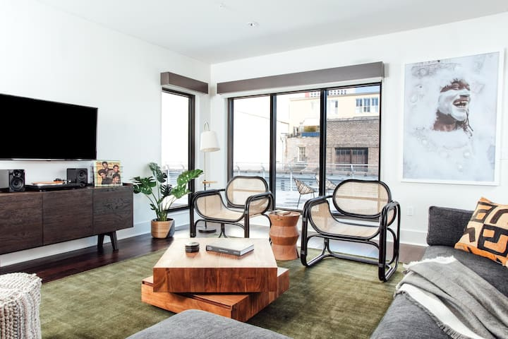 Exquisite 2BR Near French Quarter by Lyric