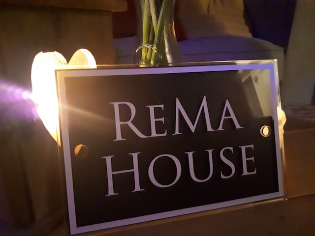ReMa House - House with Hot Tub - Sleeps 8.