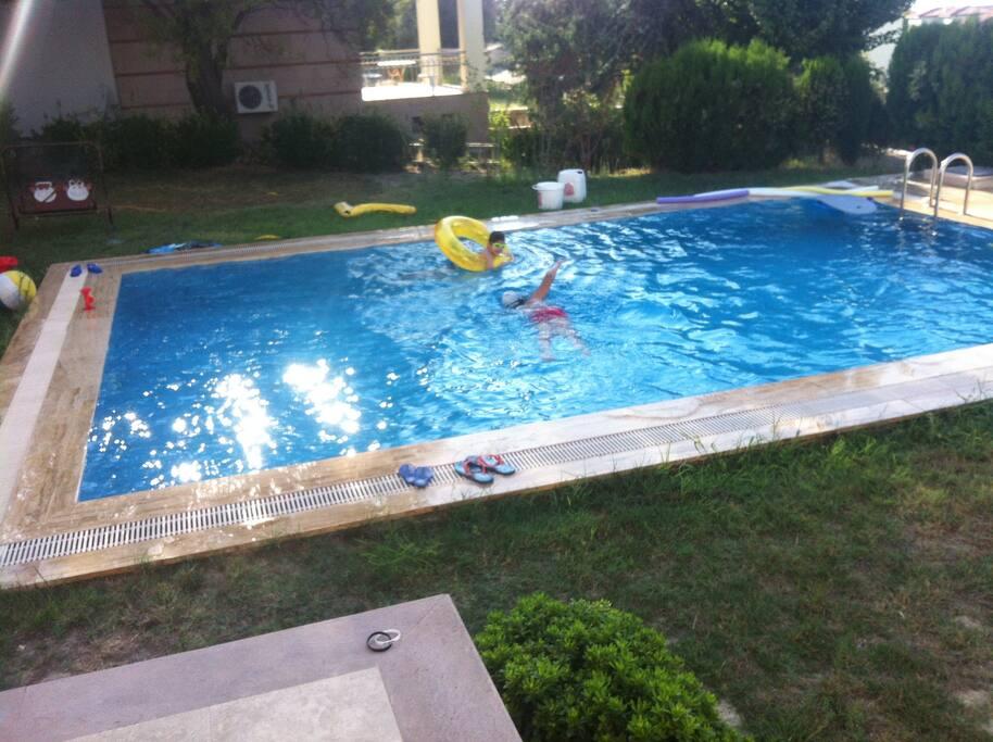 Özel Havuz boyutlarımız yaklaşık olarak görüldüğü ölçüdedir.