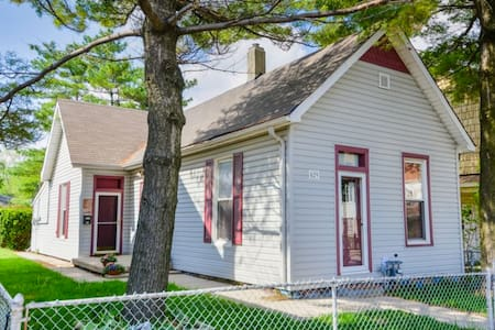 """Indy Bungalow"" - Walking Distance to Downtown - Indianapolis - Haus"