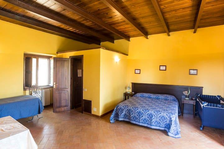 Il Feudo - Camera Tripla con Aggiunta Culla (2A) - San Costantino - Bed & Breakfast