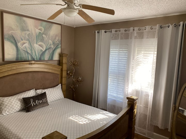 Cozy Suite King Size Bed! Near Downtown Clearwater