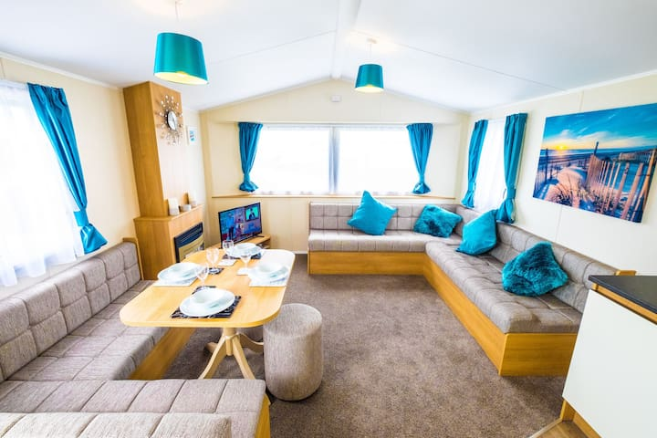 SP142 - Camber Sands Holiday Park - Sleeps 8 - Large Gated Decking - Private Parking - Very close to Beach