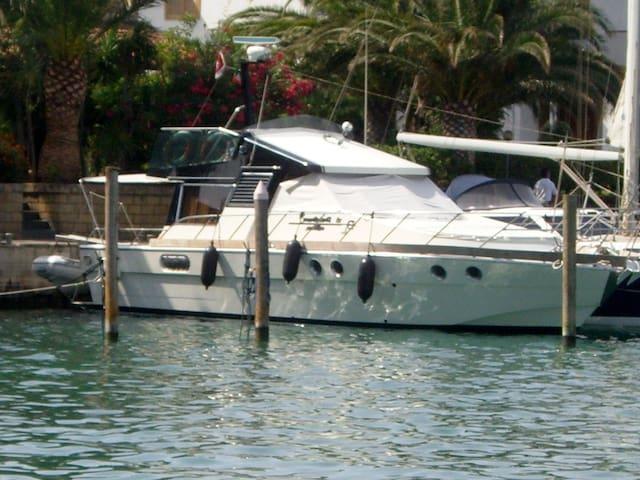 Posillipo Martinica A spacious 42' motor Yacht - Msida