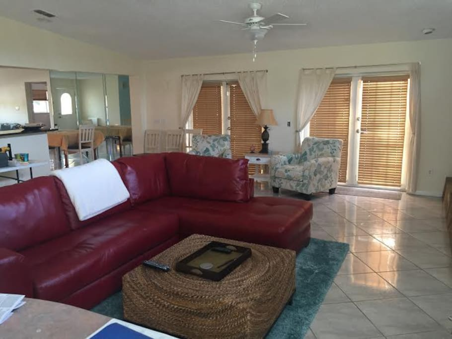 Large great room with cable television