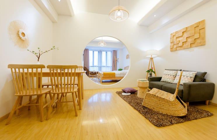 |秋月|  万达旁畅享4K高清私人影院一居公寓/近师专/名师设计