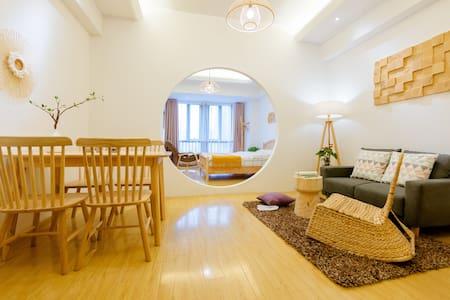  秋月   万达旁畅享4K高清私人影院一居公寓/近师专/名师设计