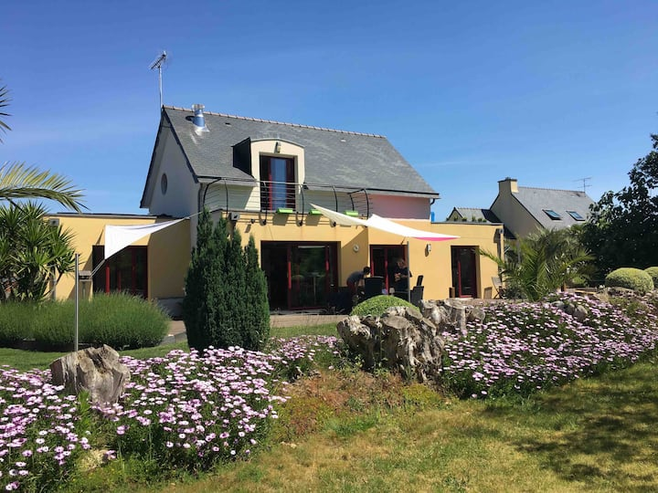 Villa moderne au calme entre Quimper et les plages