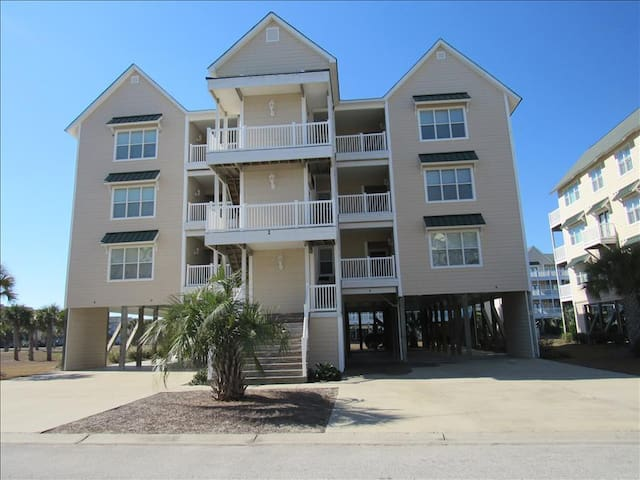 Islander Resort Villa, an Ocean Isle Beach property with elevator access and close proximity to pool - Ocean Isle Beach - Apartamento