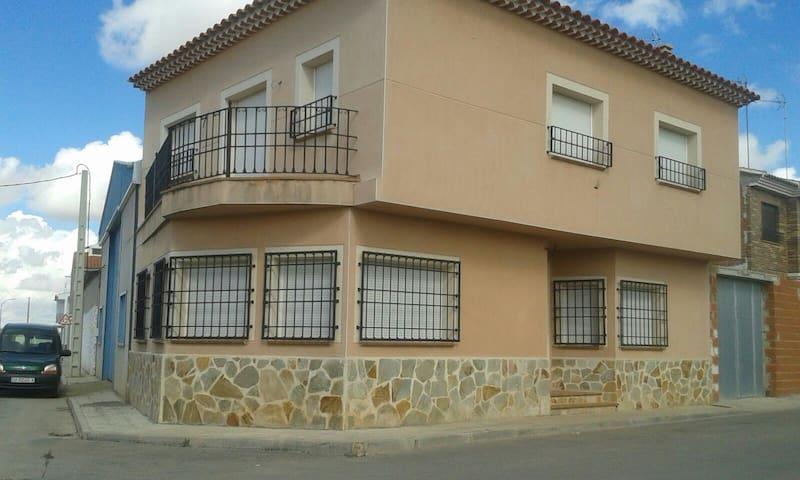 Amplia casa en El Provencio-Cuenca - El Provencio - House