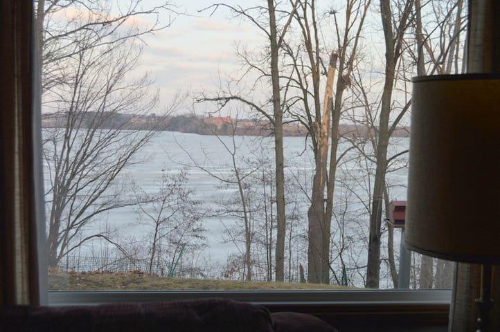 jj lakesid   Lake wiscon  min 2 ngt - Wausau - บ้าน