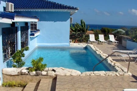 Blue Moon (1-3 bedrooms/1-6 guests) - Vendégház