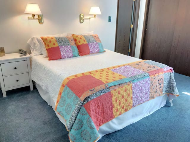 Comfy queen bed with Tuft & Needle mattress and ensuite bath
