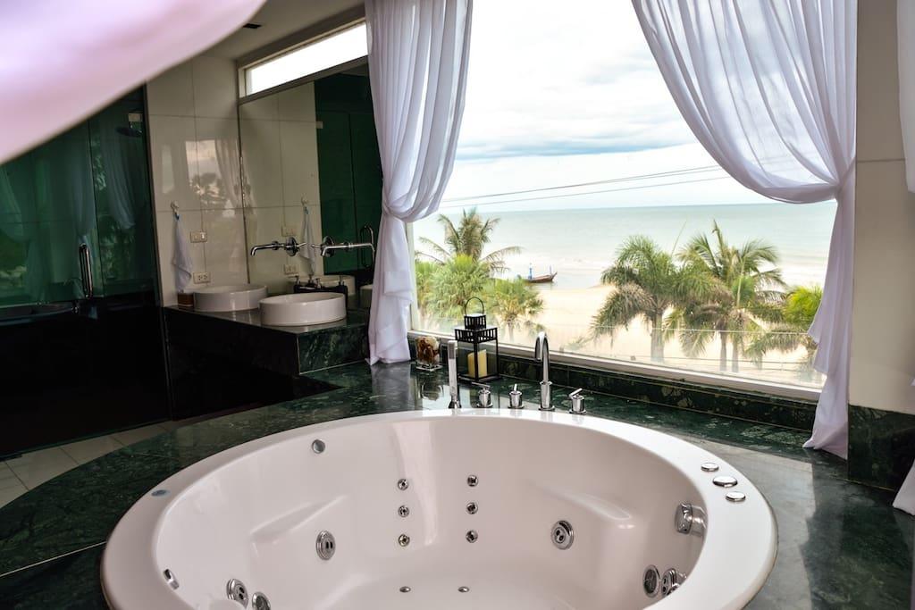 Luxury Beach Front Condo Cha am 2BR