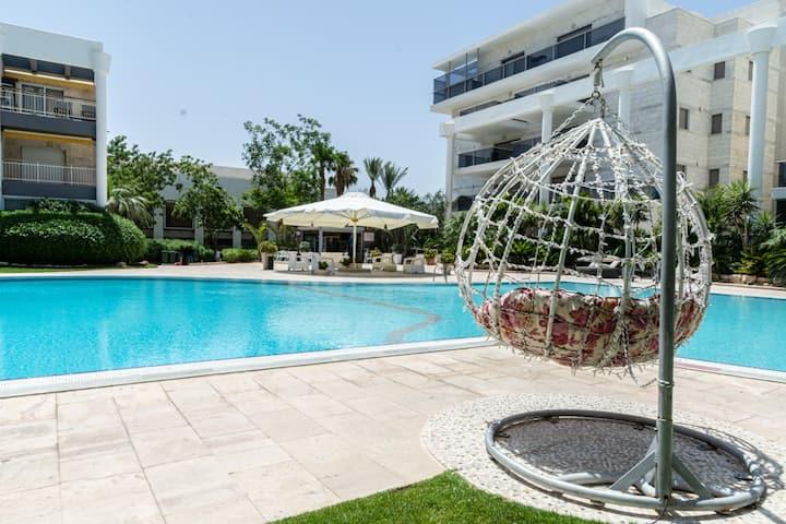 Pool Garden View 💜 דירת גן מול הבריכה