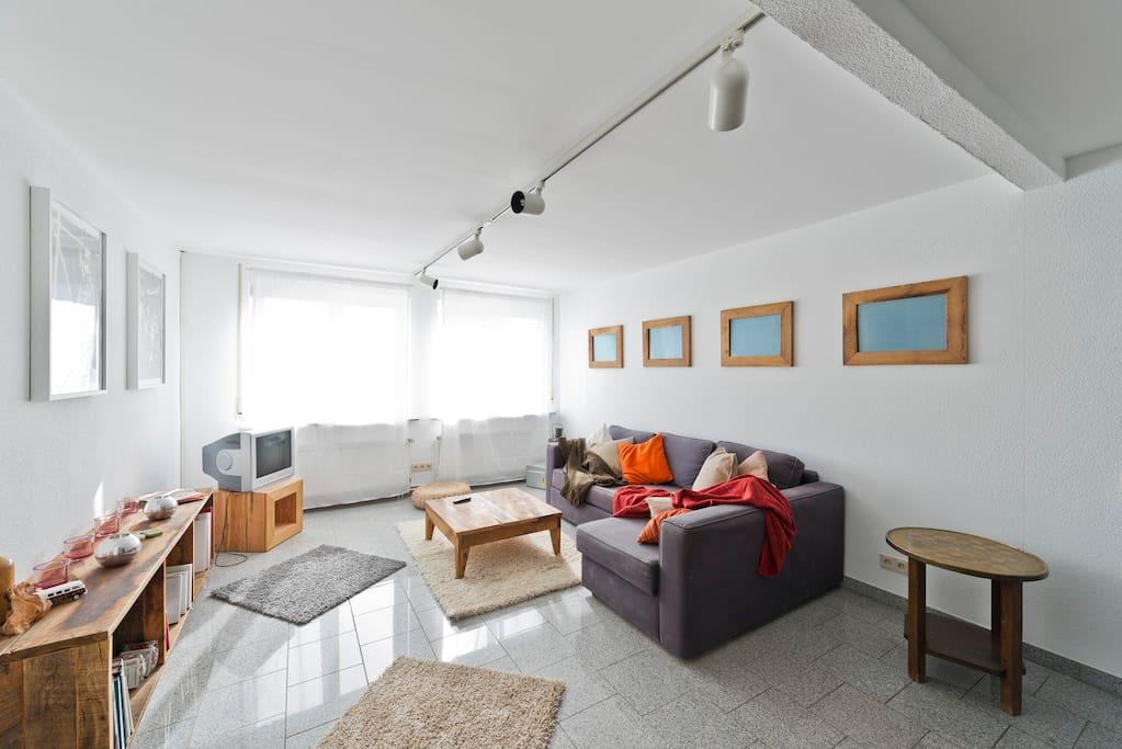 gro z gige wohnung f r gro e gruppen bei frankfurt wohnungen zur miete in dreieich hessen. Black Bedroom Furniture Sets. Home Design Ideas