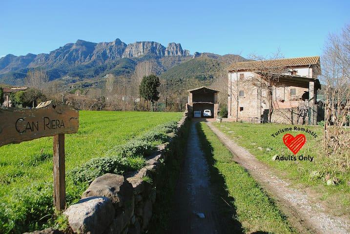 Can Riera_Casa Rural Roques Encantades - La Garrotxa - House