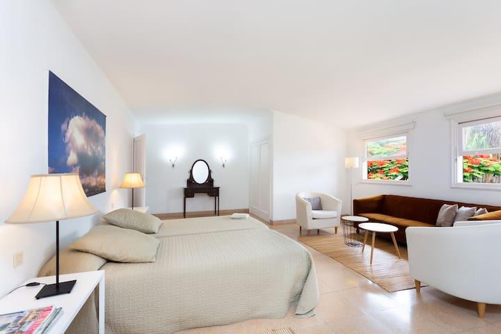 upstairs bedroom (2)
