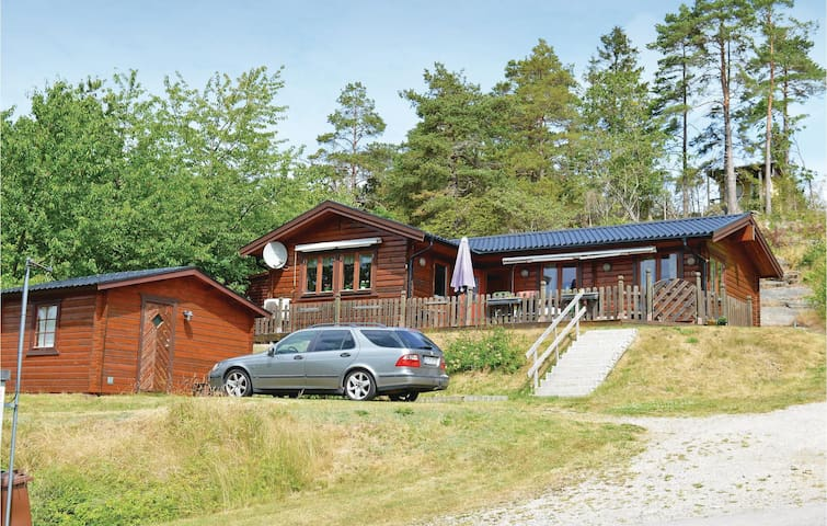 Holiday cottage with 2 bedrooms on 75m² in Uddevalla