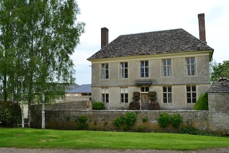 Yew Tree Farmhouse is a stunning period home. - Hannington Wick - House