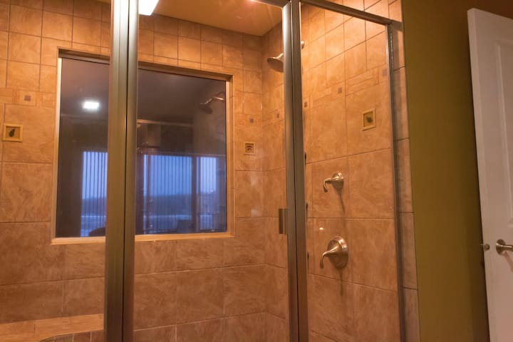 Wisconsin Dells Getaways Bathroom With Shower #408