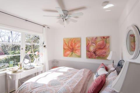 Apple Blossom Room, Bayview Cottage/Vesuvius Beach