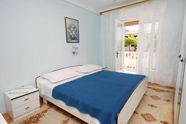 Room with terrace Palit (Rab) (S-5061-b)