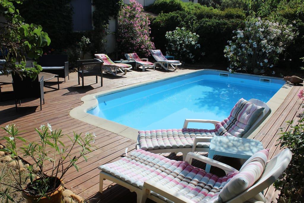 Maison jardin piscine wifi parking climatisation houses for Entretien jardin villeneuve les avignon