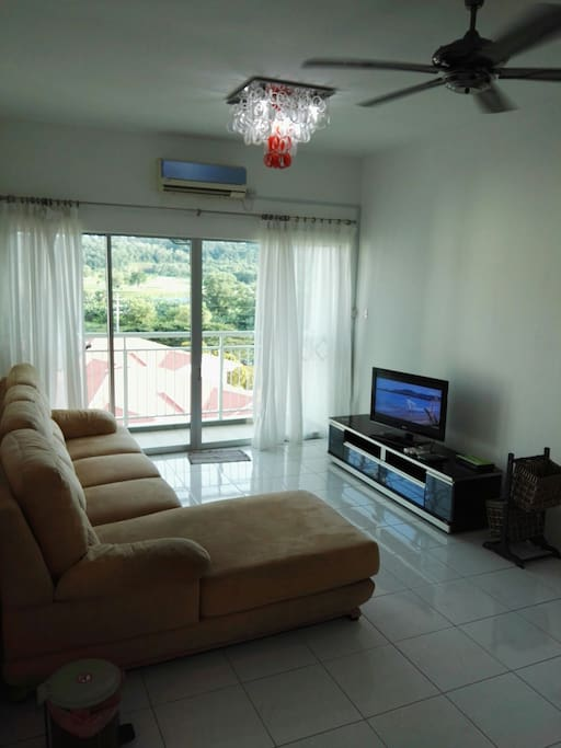 Living area with Astro njoi.