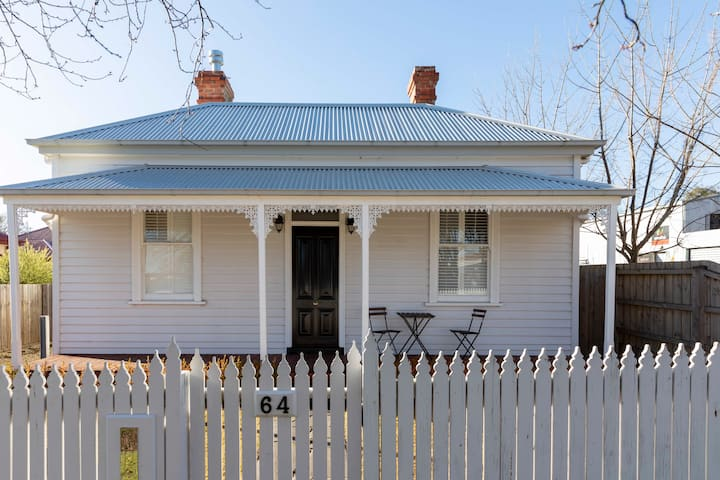 SHOEFITTER'S HOUSE - THE PERFECT FIT IN KYNETON