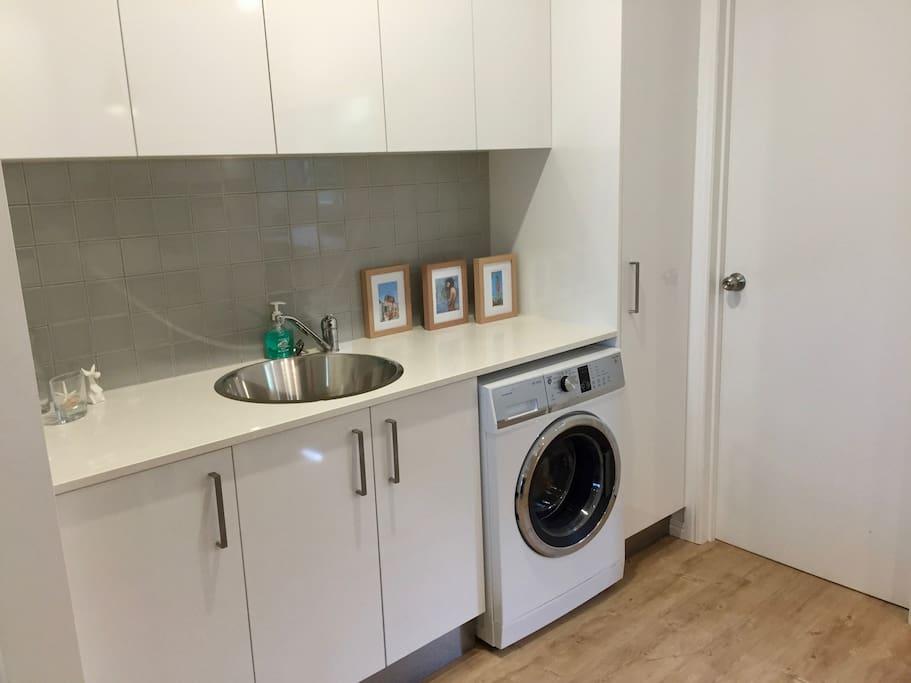 Laundry / Wet bar
