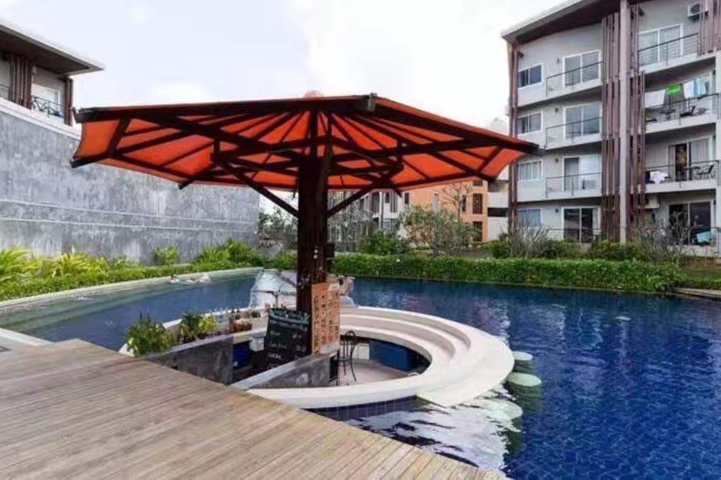 泳池 Pool