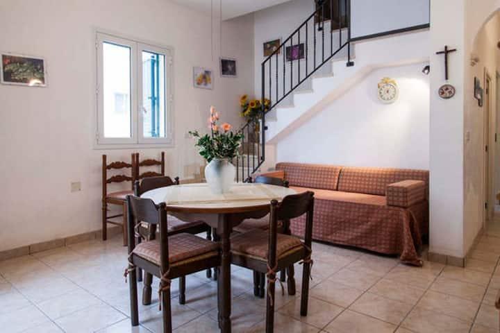 VILLA SILVIO: 6 BEDS, 100 METERS FRM THE BEACH