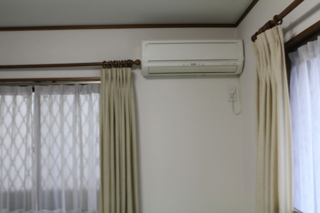 Air-conditioner heat/cool/dry