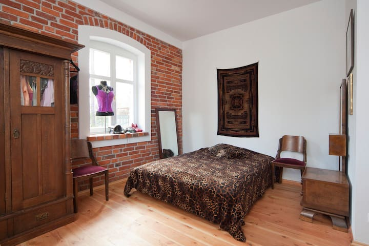 room 2 ANTIQUE house 300m to beach - koszaliński - Bed & Breakfast