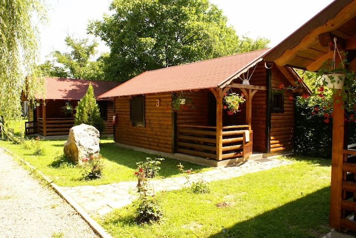 Turul Panzió - Woodhouses with own bathroom