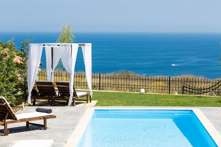 Panoramic sea views and close to Rethymno city