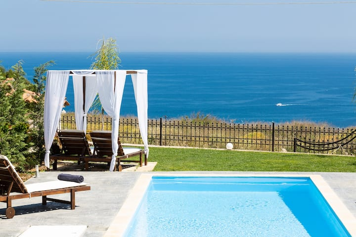 Panoramic sea views and close to Rethymno city