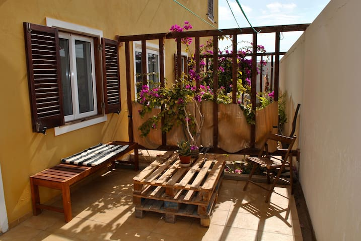 Cosy studio apartment close to the beach!