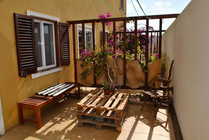 Cosy studio apartment close to the beach! (WIFI)