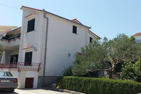 Apartment Dijana Slatine - Slatine