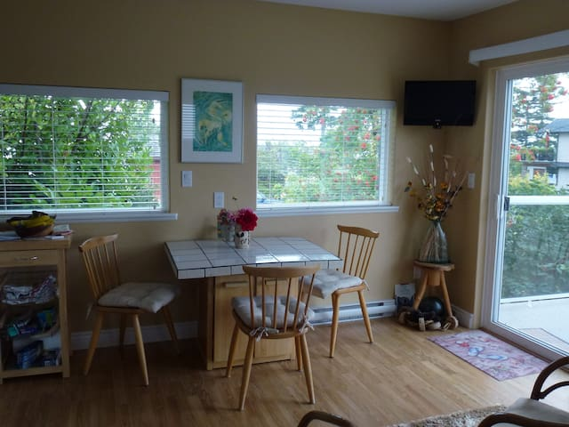 Sunrise Suite - Campbell River - Bed & Breakfast