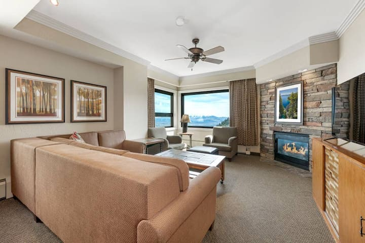 Spacious Living Room with TV, Fireplace and Lots Of Seatings! - The Ridge Tahoe