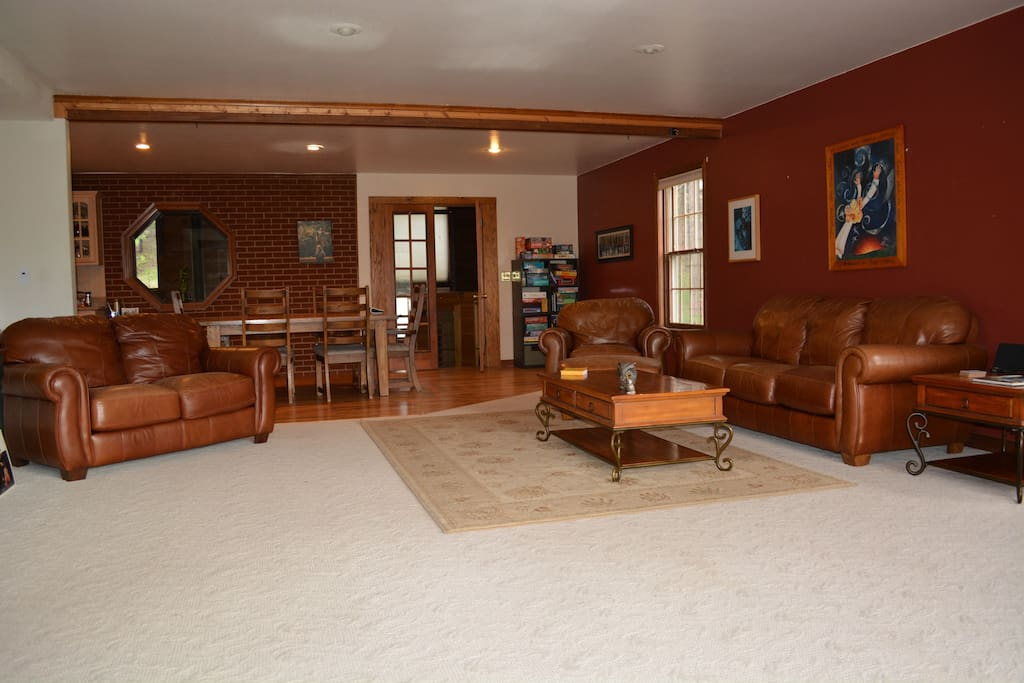 Large main level family room.