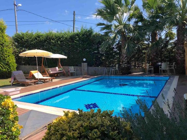 Şilenin özel havuzlu şirin konuk evi