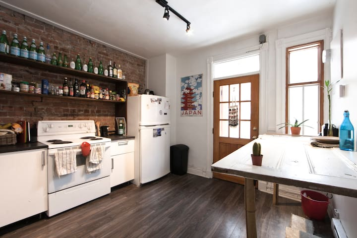 Authentic apartment in vibrant Mile End w/ garden - มอนทรีออล - อพาร์ทเมนท์