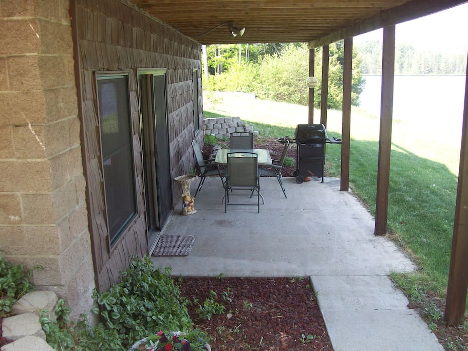 Private entrance and sitting area